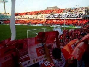 Aficionados en El Nuevo Los Cármenes. Foto: youtube.